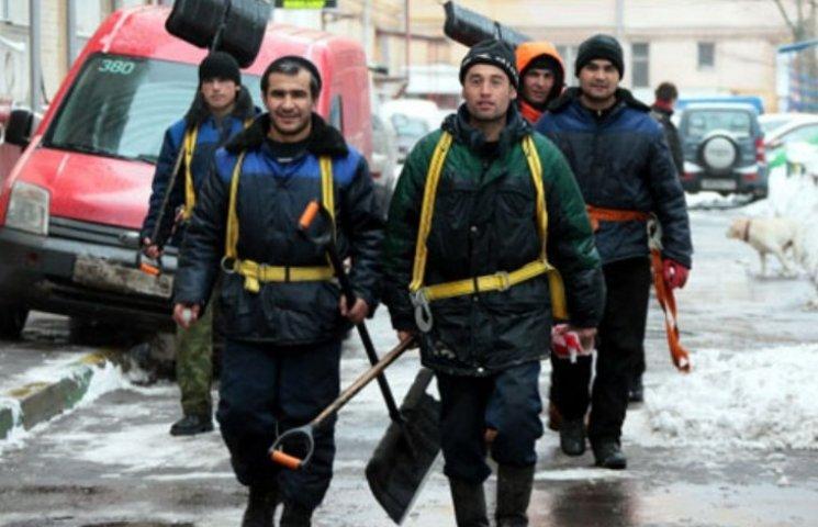 """Мер Ужгорода наказав вивести всіх прибиральників на вулиці - будуть """"розборки"""""""
