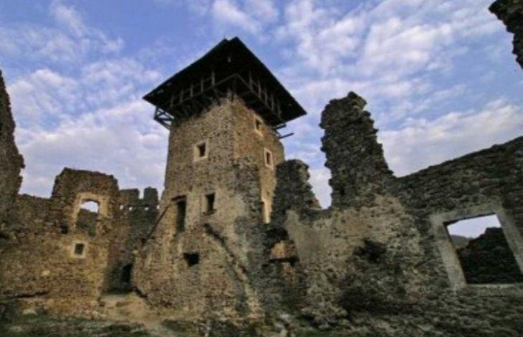 На Закарпатті легендарний Невицький замок відреконструювали у 3D