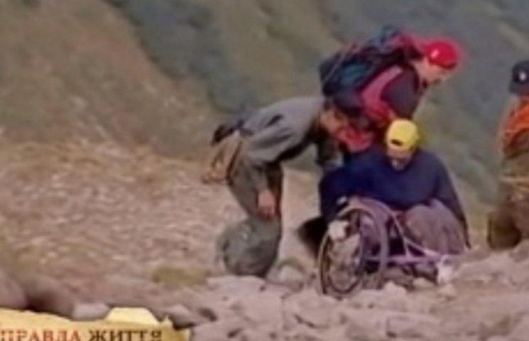 Закарпатець на інвалідному візку підкорив найвищу вершину України