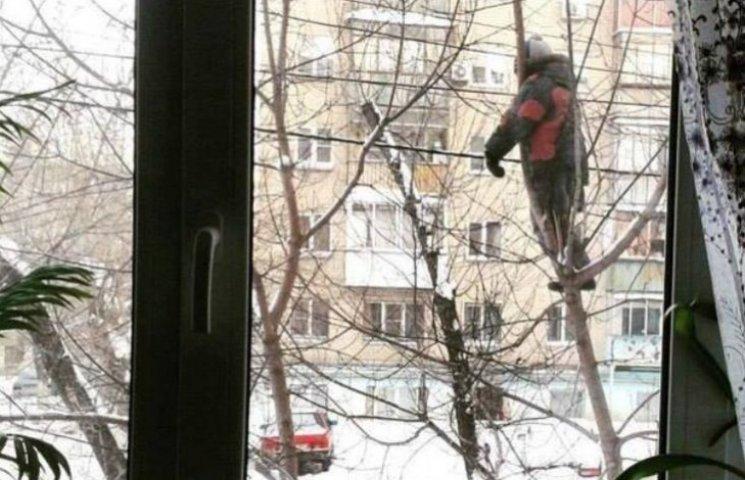 Смішно до сліз: Як гуляти дітям, щоб батьки бачили їх з вікна