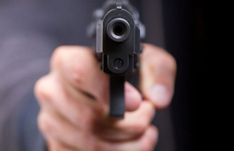 В Запоріжжі чоловік через ревнощі застрелив суперника