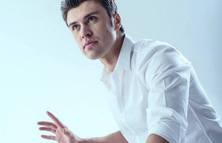 Український музикант виконав гімн України для парижан