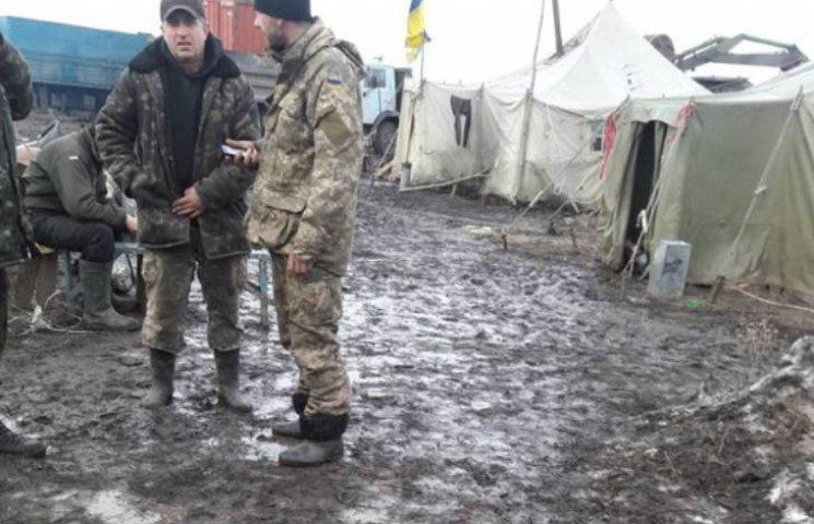 Волонтер про Широколанівський полігон: У таких скотинячих умовах солдати жити не повинні