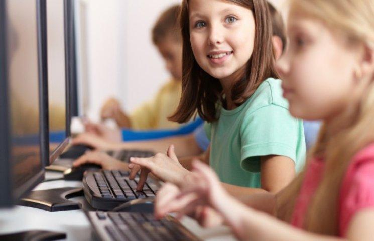 Курс медіаграмотності та кібербезпеки для дітей розпочали в Меджибожі