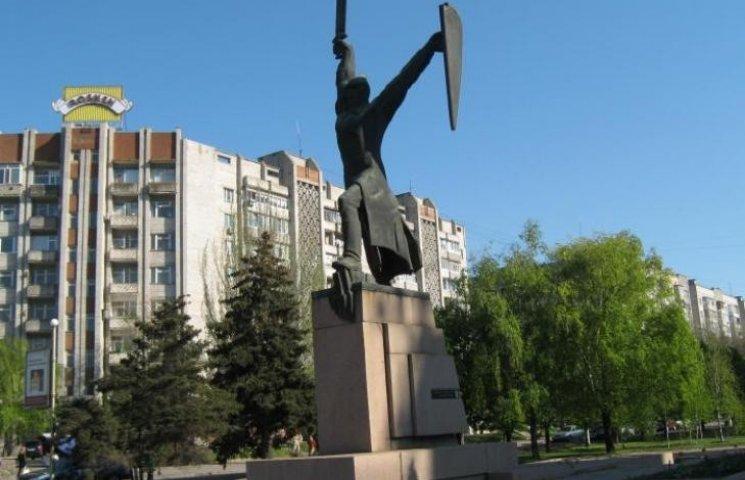 У Миколаєві громадські активісти наполягають демонтувати пам