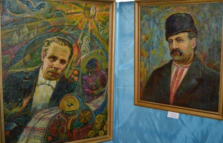 """На Сумщині відкрилася виставка """"двох портретів"""" видатних лебединців"""