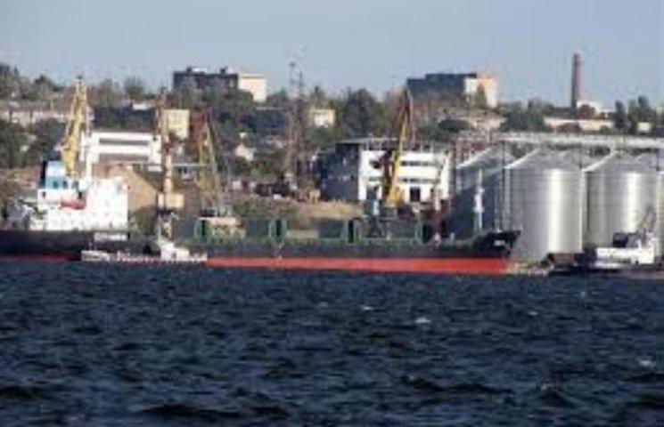 У Миколаєві екологи підозрюють, що морпорт зливає воду з нафтою прямо в Бузький лиман