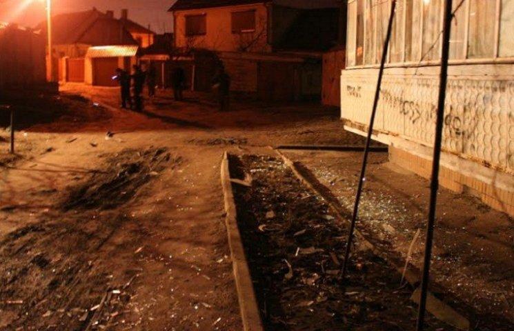 У Запоріжжі на вулиці, де з гранатомету розстріляли будинок, тривають слідчі дії