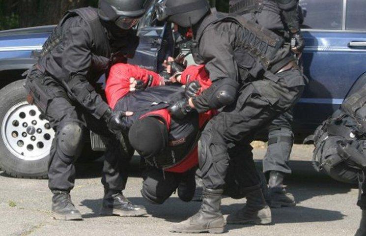 На Сумщині судитимуть хабарника у погонах, що втікав від СБУ