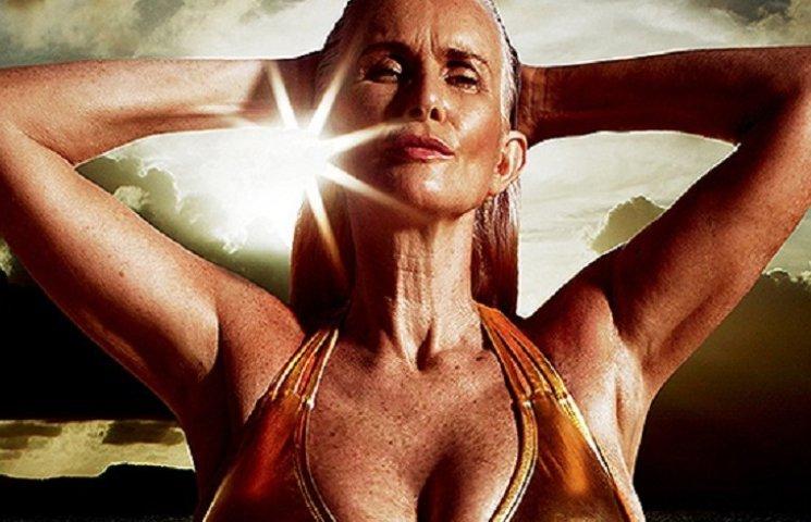 Самая старшая модель Sports Illustrated: 56-летняя Никола Гриффин позирует в бикини