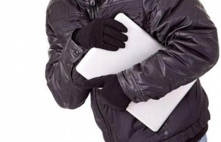 У Шостці безпечність власника житла спровокувала квартирну крадіжку