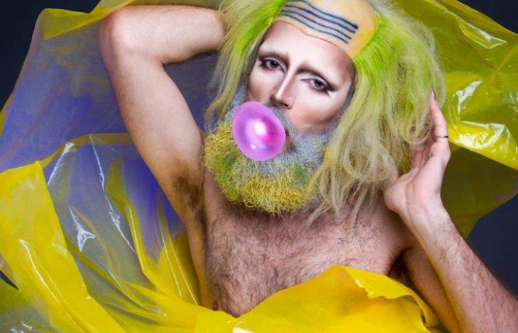 Как брутальный бородач освобождал альтер-эго с помощью макияжа и блесток