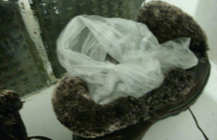 На Хмельниччині в колонію хотіли передати наркотики у взутті
