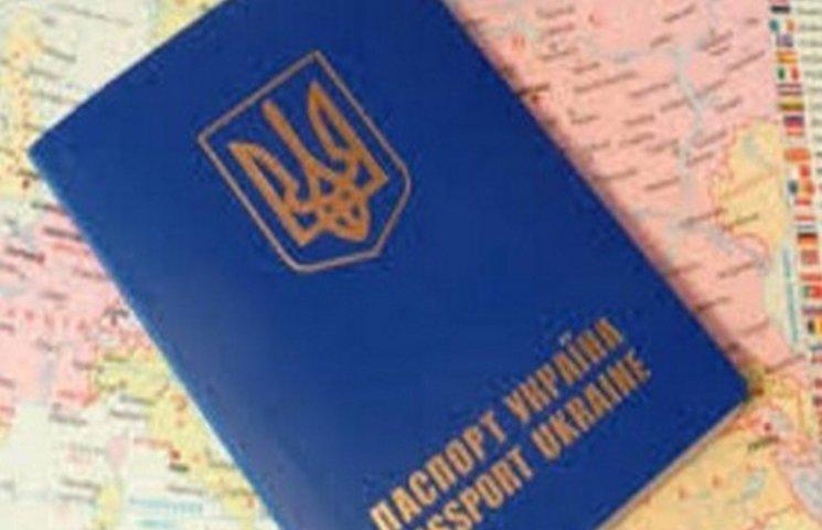 Близько 60 тисяч  закордонних паспортів видали торік на Хмельниччині