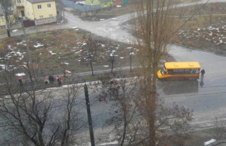 У Миколаєві у маршрутки на ходу відлетіло колесо