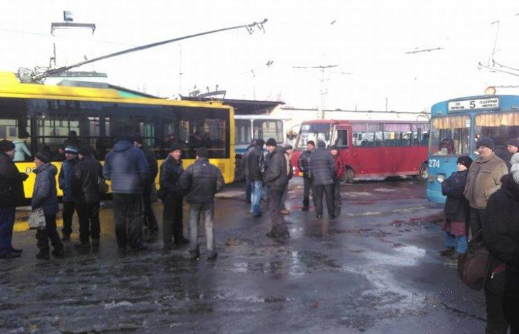 """У Сумській мерії навіть бояться називати бунт тролейбусників """"страйком"""""""