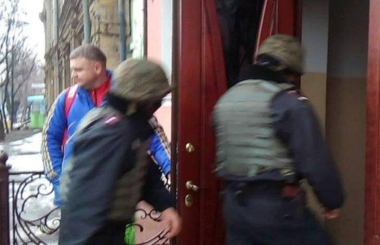 У Миколаєві озброєні люди в масках намагаються здійснити рейдерське захоплення Торгово-промислової палати