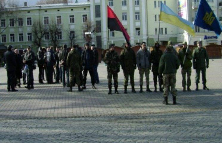 На Театральному майдані в Тернополі зібралися протестуючі