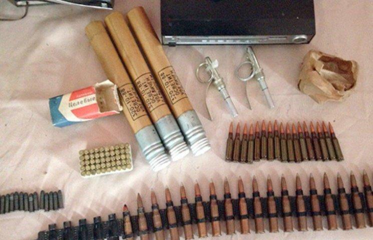 Черговий арсенал зброї вилучили у молодика з Красилова