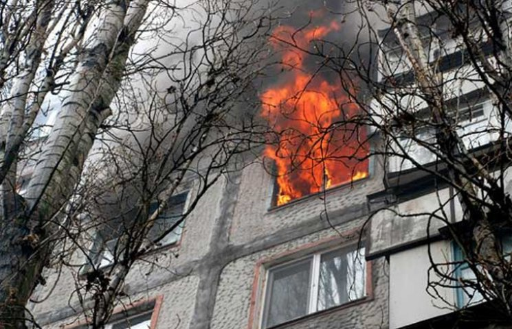 Конотопські рятувальники витягли чоловіка з вогню