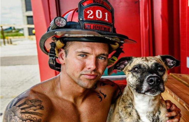 Пожежники Чарльстона набули шаленої популярності після еротичної фотосесії