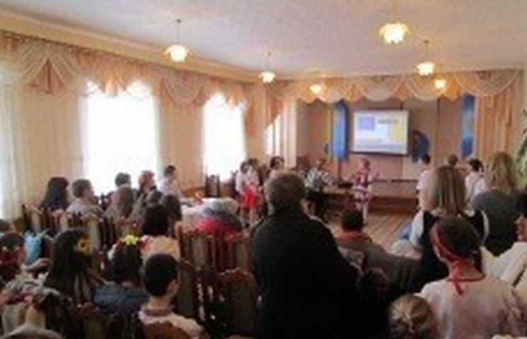 """На Чемеровеччині стартував проект """"Що робить мене українцем"""""""