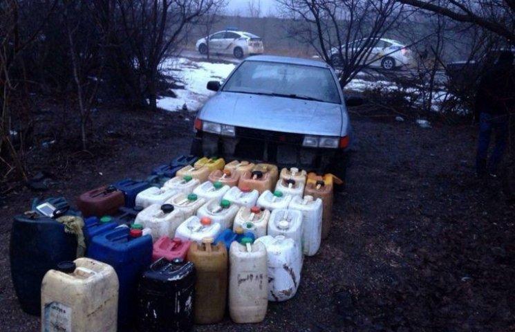 У Миколаєві контрактники зливали пальне у військовій частині