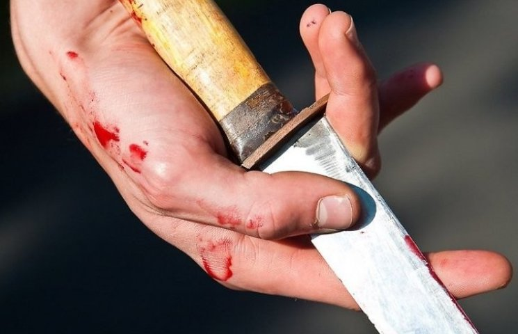 У Миколаєві чоловіка після вечора у компанії 25 разів вдарили ножем