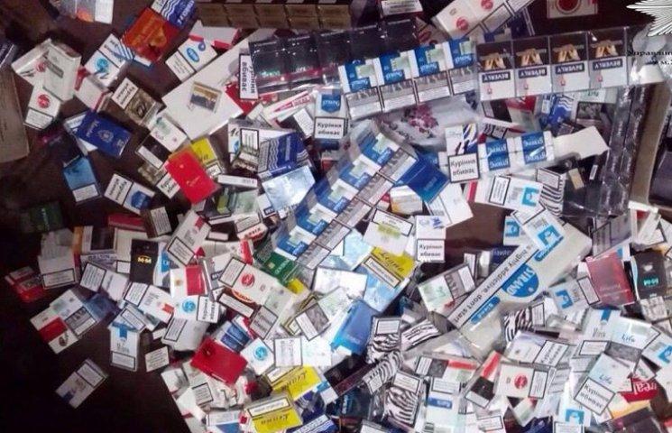 У Хмельницькому патрульні натрапили на контрабандні цигарки