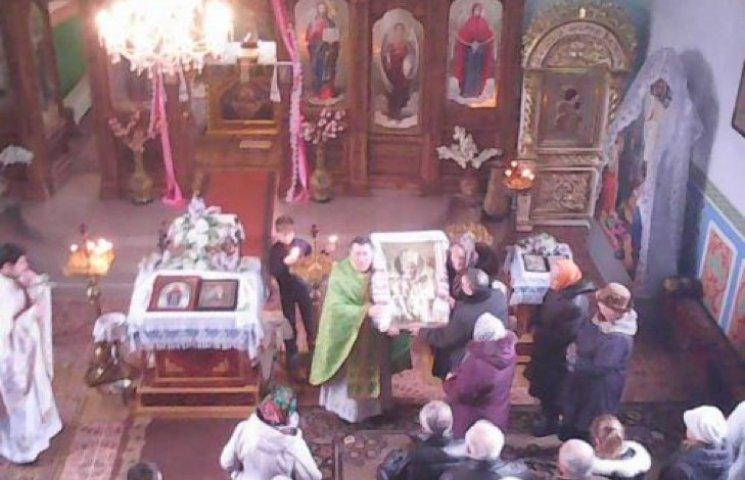 В Славуті храму подарували ікону батьки загиблого воїна