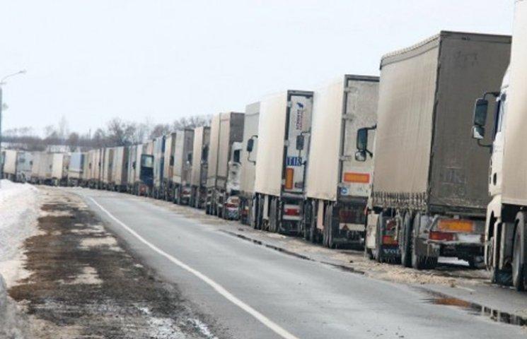 На Сумщині також блокують російські фури
