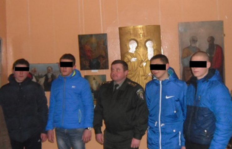 Юним злочинцям з Сумщини показали виставку ікон