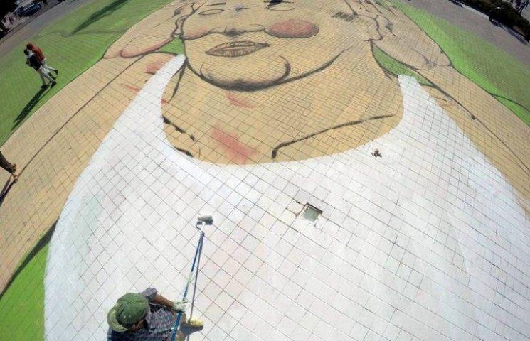 Итальянец создал гигантское граффити на марокканские площади