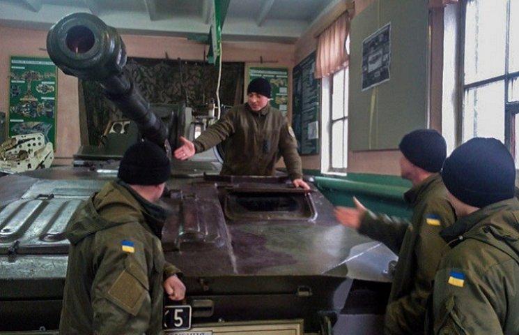 На базі військової кафедри Запорізького національного технічного університету пройшли заняття з офіцерами-артилеристами Нацгвардії