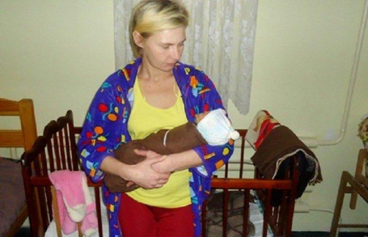 Жінка, що перебуває у Вільнянському слідчому ізоляторі, народила хлопчика – свою шосту дитину