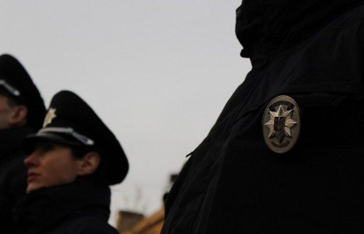 Патрульні чи суперники: у Миколаєві прокуратура перевірить, хто зламав руку буйній жінці