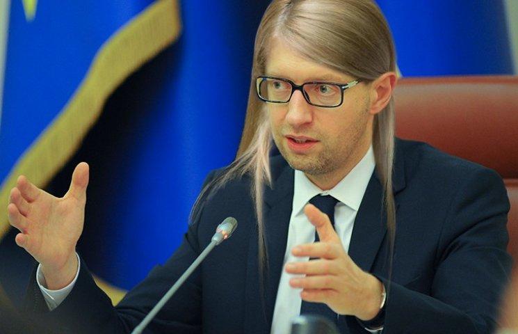 Соцмережі про новий імідж Тимошенко: Няша у віці і чому без візка (ФОТОЖАБИ)