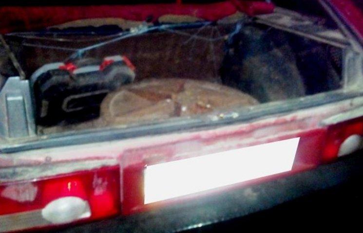 Дорожня поліція затримала автівку з краденими каналізаційними люками у багажнику