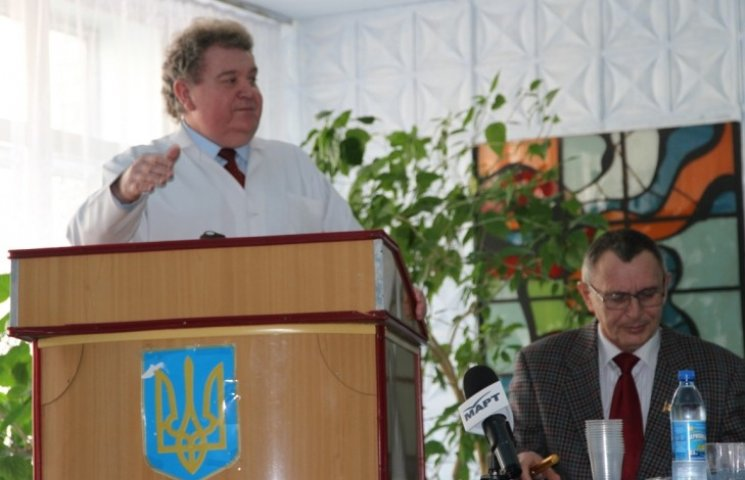 Колектив Жовтневої лікарні не горить бажанням переходити у підпорядкування міста