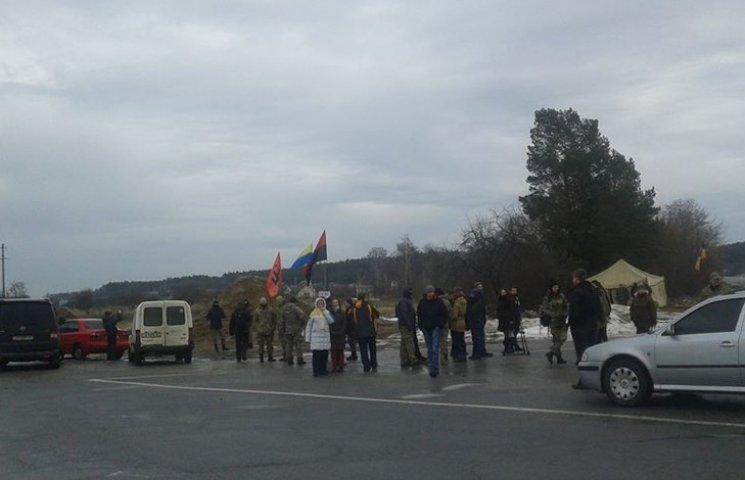 У Чернігові припиняють блокаду російських фур
