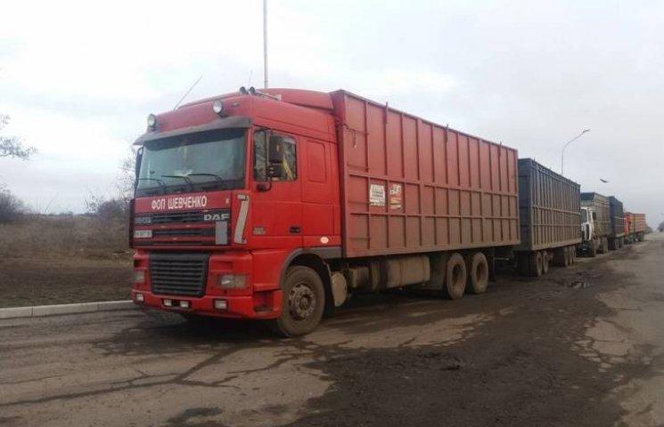 На Миколаївщині голова РДА звинуватив вантажоперевізників у знищенні Новобузької траси