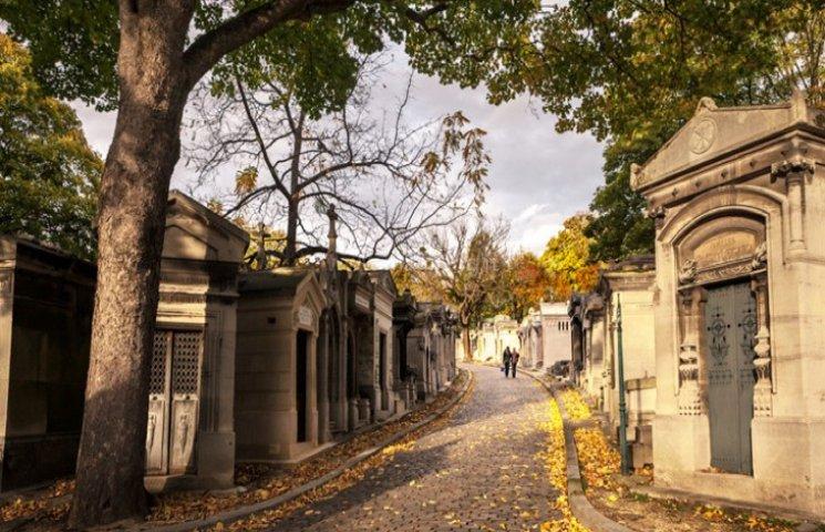 Цвинтарі, які полюбляють туристи, справді є оригінальними