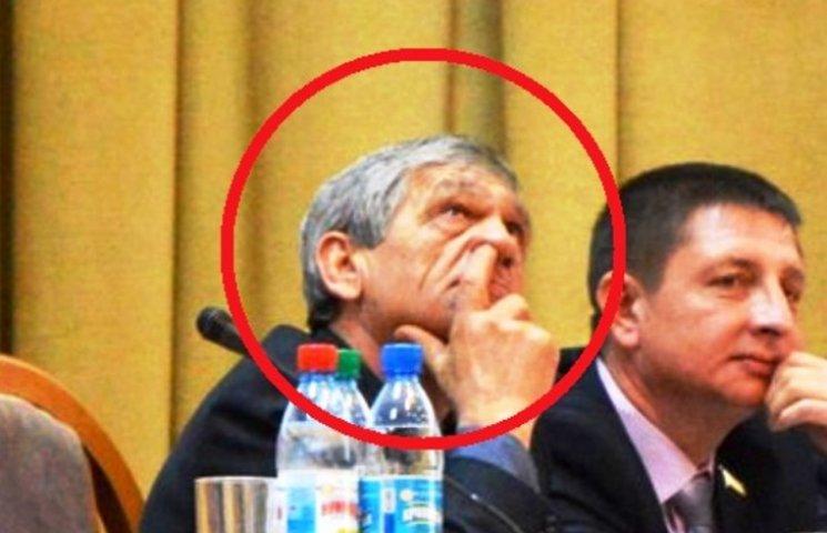 """Миколаївський """"укропівець"""", що колупався в носі на сесії, відправляє в АТО жінку"""