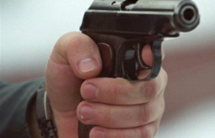 У центрі Миколаєва незадоволений водій позашляховика влаштував стрілянину