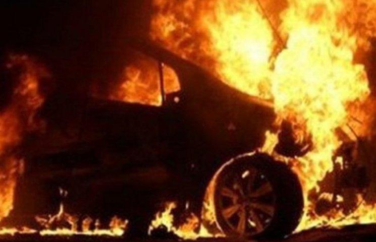 На Миколаївщині зек-рецидивіст заради помсти спалив іномарку властика готелю