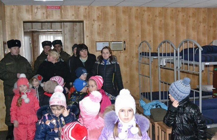 Вихованці дитячого садку познайомилися з військовим побутом