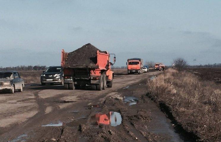 Тимчасово: на Миколаївщині почали ремонтувати кіровоградську трасу Н-14
