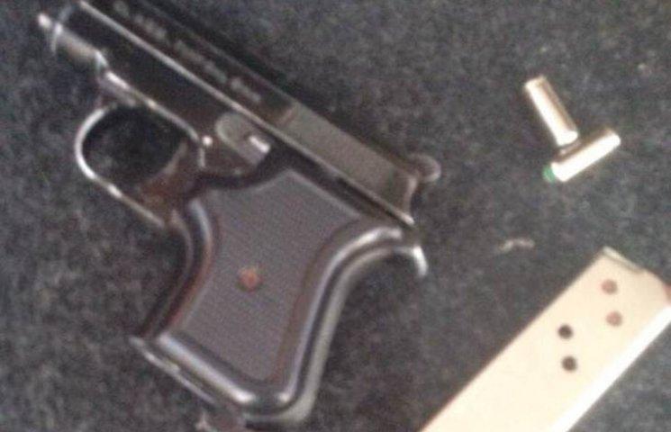 У Миколаєві зек-рецидивіст підторговував зброєю та наркотиками