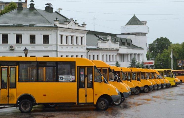 Влада Сум вишукує причини для унеможливлення купівлі великих автобусів