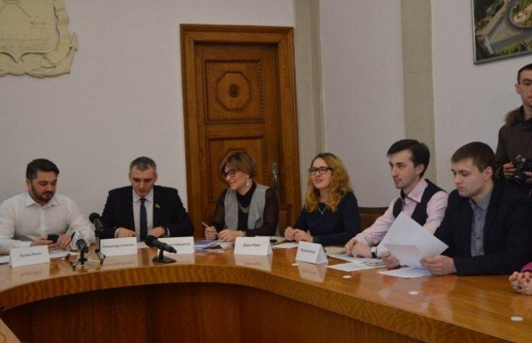 Миколаївці катастрофічно не довіряють судам та лікарям: результати опитування